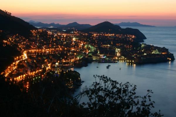 les-destinations-les-plus-belles-du-Monde-nuit-lampes