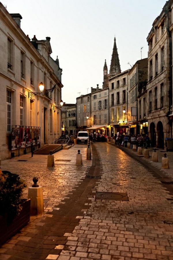 les-plus-belles-villes-de-france-la-rochelle-rue