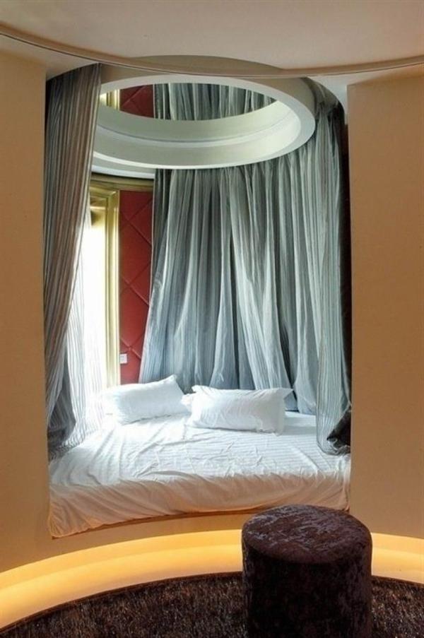 lit-avec-rideau-chambre-coucher