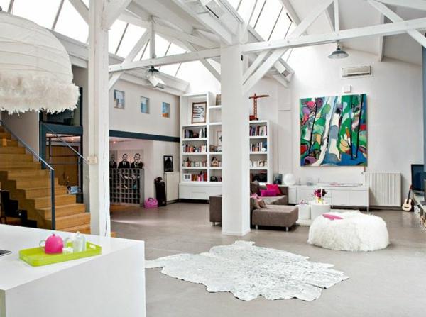 loft-parisien-ambiance-claire-escalier-en-bois