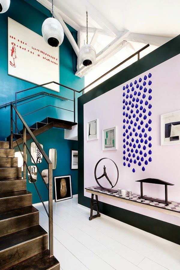 loft-parisien-intérieur-artistique-avec-escalier-décoratif
