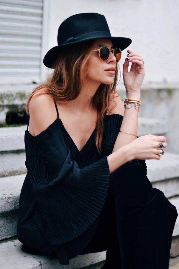 lunettes-de-soleil-ray-ban-rondes-femme-robe-noire-epauls-nues-chapeau-ronde-resized