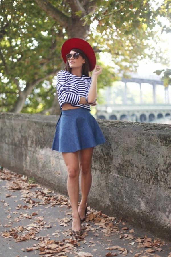 lunettes-de-soleil-rondes-chapeau-rouge-zara-crop-top-jupe-trapeze-automne-resized