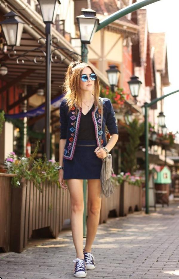 lunettes-de-soleil-rondes-femme-style-jupe-baskets-resized
