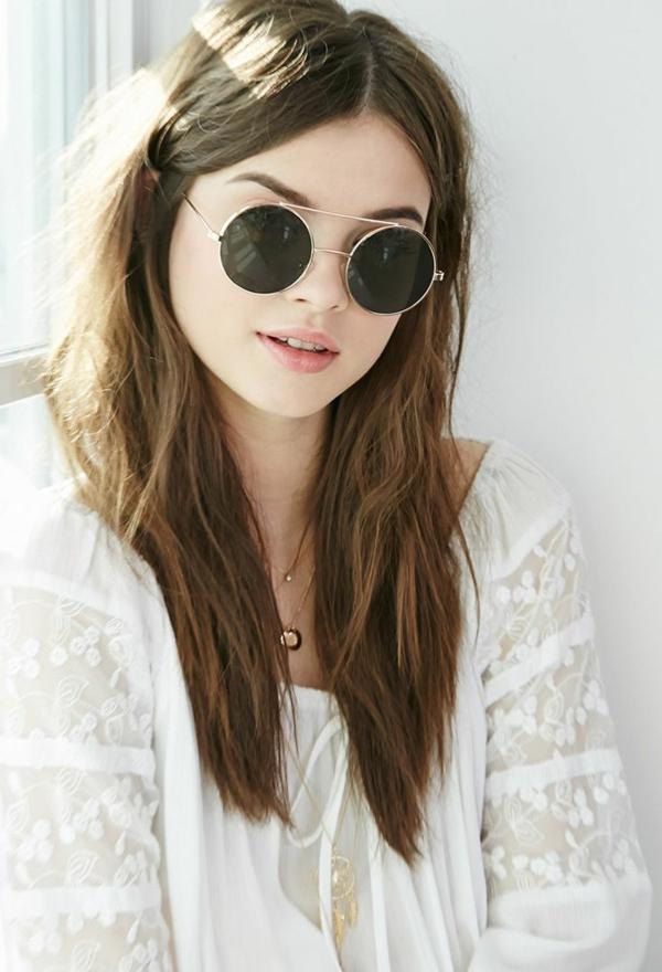 lunettes-de-soleil-rondes-roses-femme-robe-blanche-resized