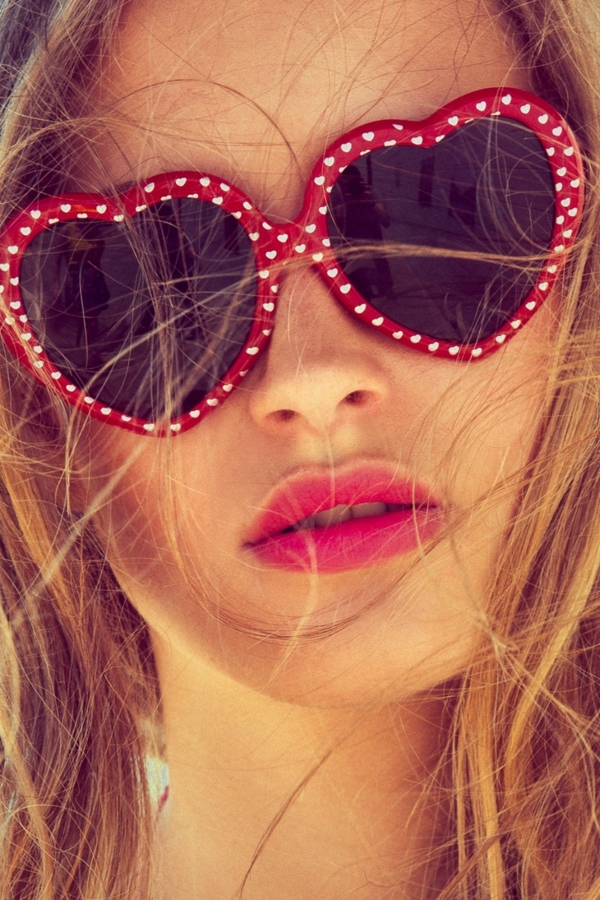 lunettes-de-soleil-rouge-points