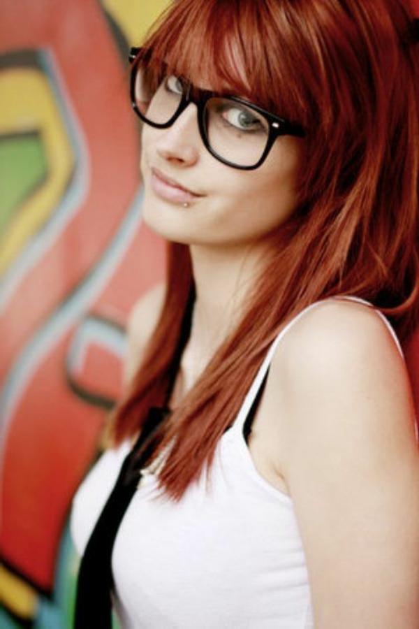 lunettes-de-vue-cat-eye-fille-cheveux-rouges
