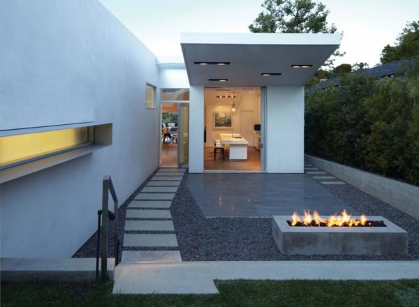 maison-contemporaine-au-niveau-du-sol-extérieur-l'entrée