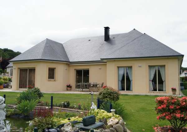 La maison plain pied moderne for Exterieur maison campagne