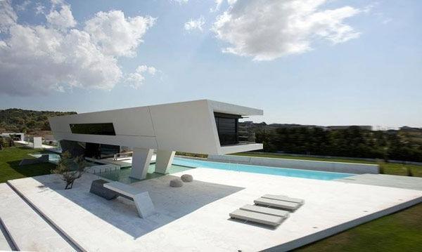 maison-contemporaine-au-niveau-du-sol-extérieur-piscine