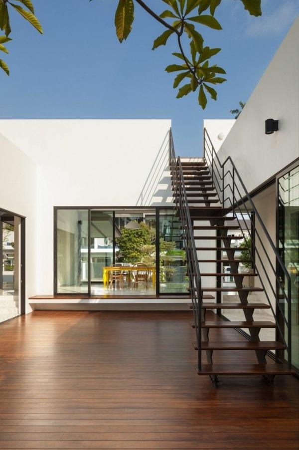 maison-cubique-escalier-menant-vers-le-toit