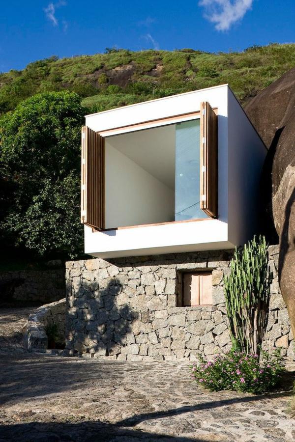 maison-cubique-façade-avec-portes-coulissantes