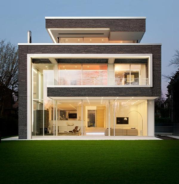 maison-cubique-intérieur-exposé-d'une-maison-cubique