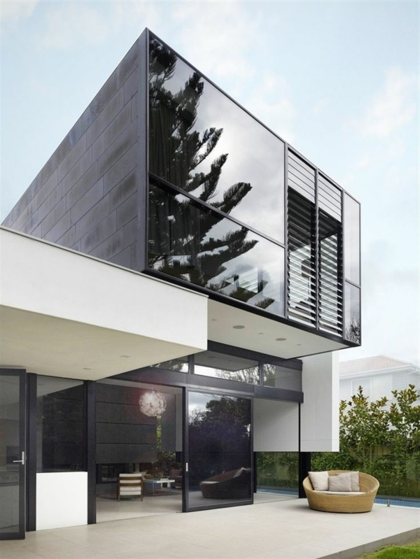 maison-cubique-moderne-façade-en-noir-et-blanc
