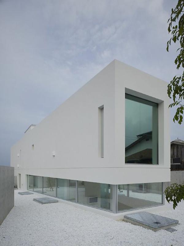 maison-cubique-premier-étage-transparent