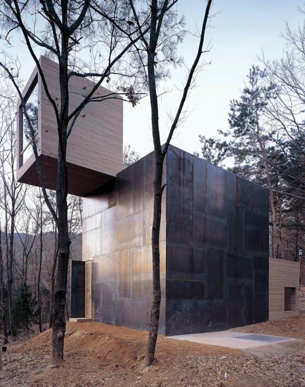 maison-cubique-unique-en-matériaux-inhabituels
