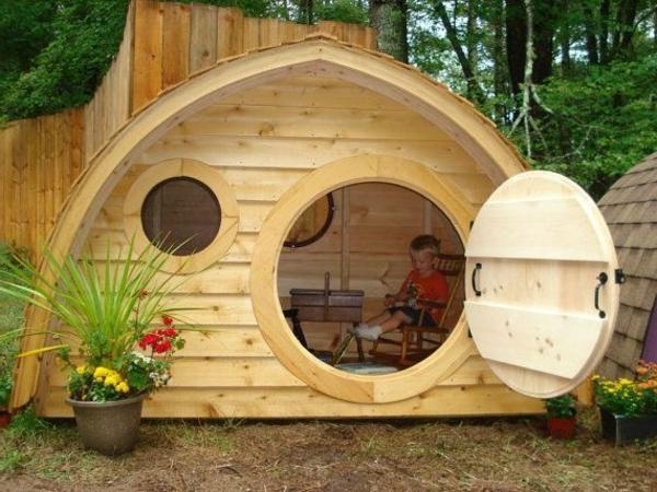 maison-de-hobbit-dans-le-jardin