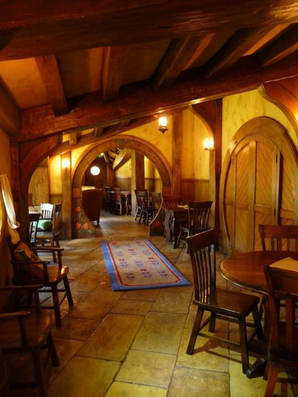 maison-de-hobbit-intérieur-chaleureux