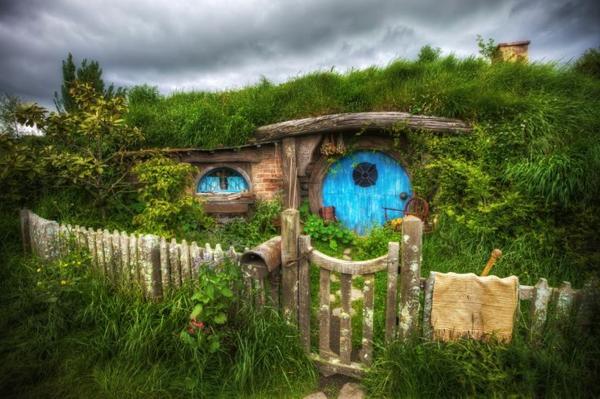 maison-de-hobbit-paysage-miraculeux