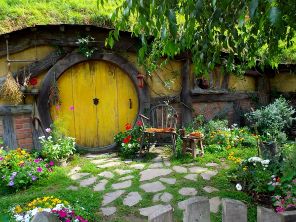 La maison de hobbit maisons uniques inspir es par le for Porte hobbit