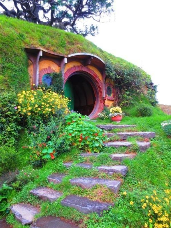 maison-de-hobbit-rouge