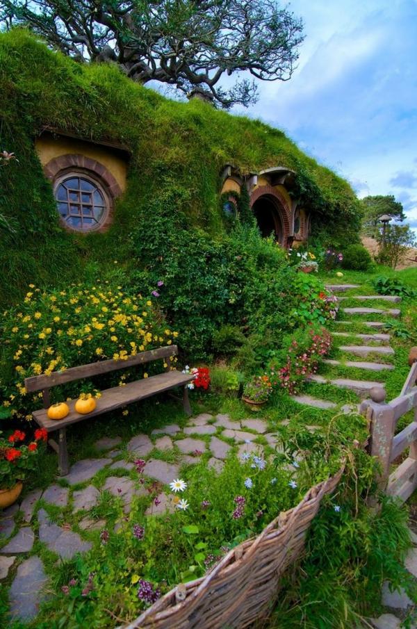La maison de hobbit maisons uniques inspir es par le for Maison container sous terre