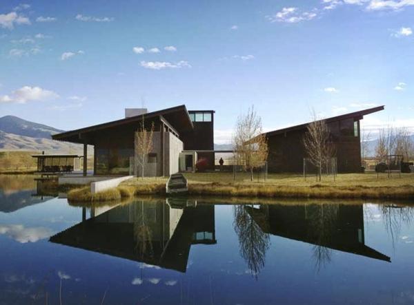 maison-plain-pied-moderne-à-la-campagne-lac