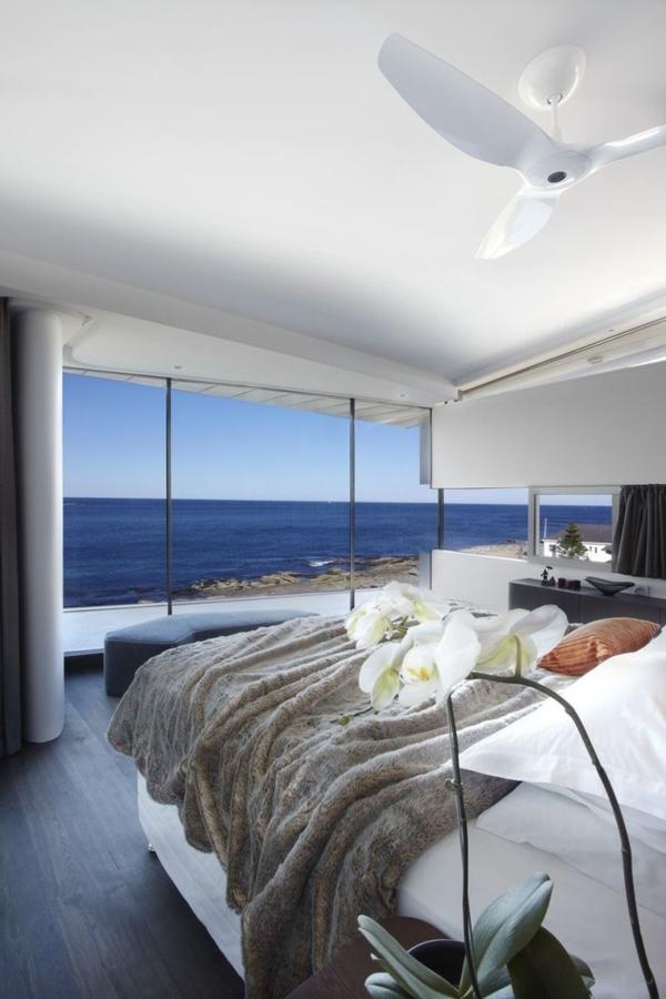 maison-plain-pied-moderne-intérieur-chambre-à-coucher-vue-de-la-mer