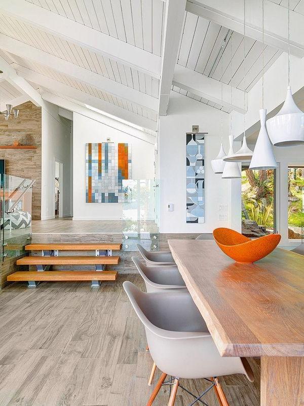 maison-plain-pied-moderne-intérieur-table-chaises