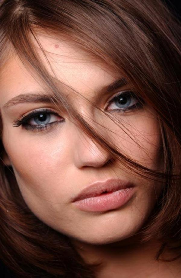 maquillage-moderne-pour-yeux-bleus-grands