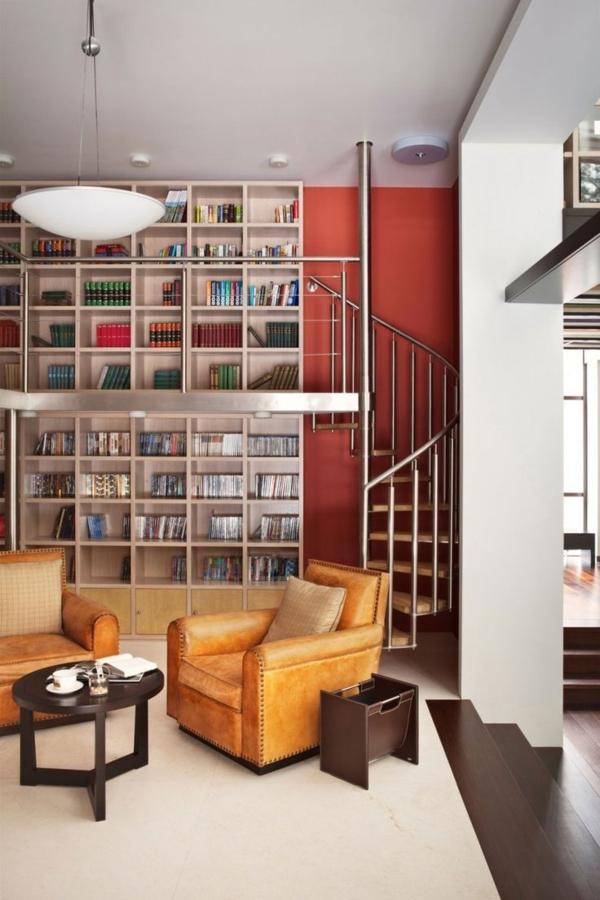 meuble-bibliothèque-escalier-et-grands-sofas-en-cuir