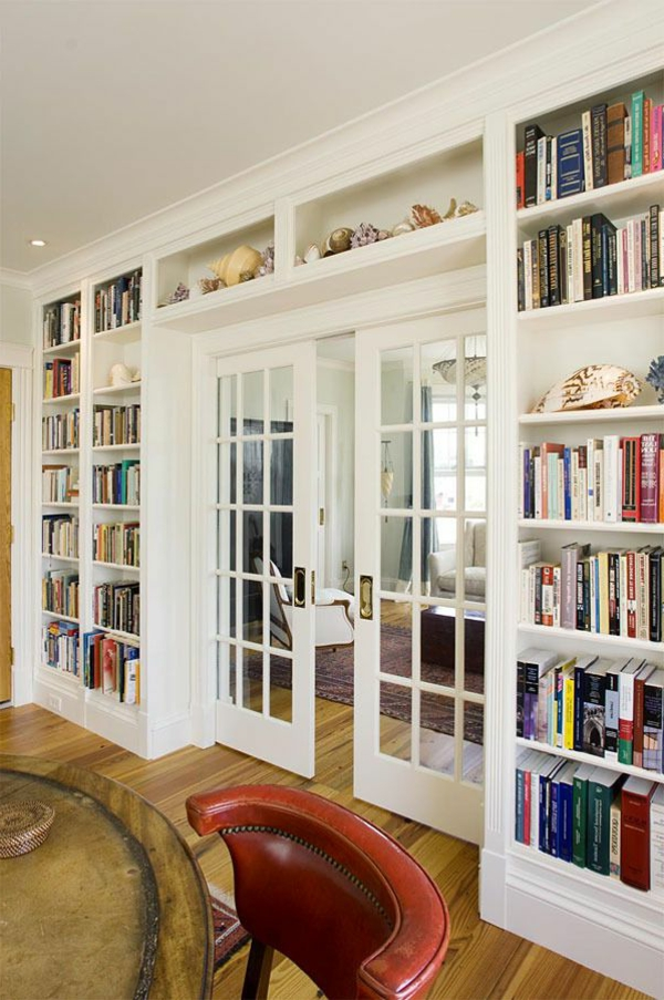 meuble-bibliothèque-et-porte-vitrée