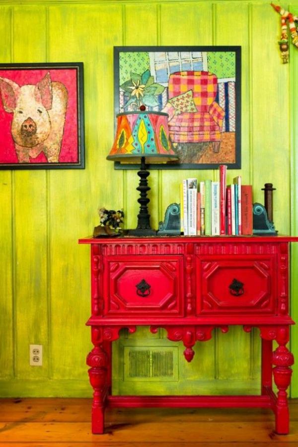 meuble-rouge-salon-commode-mur-vert