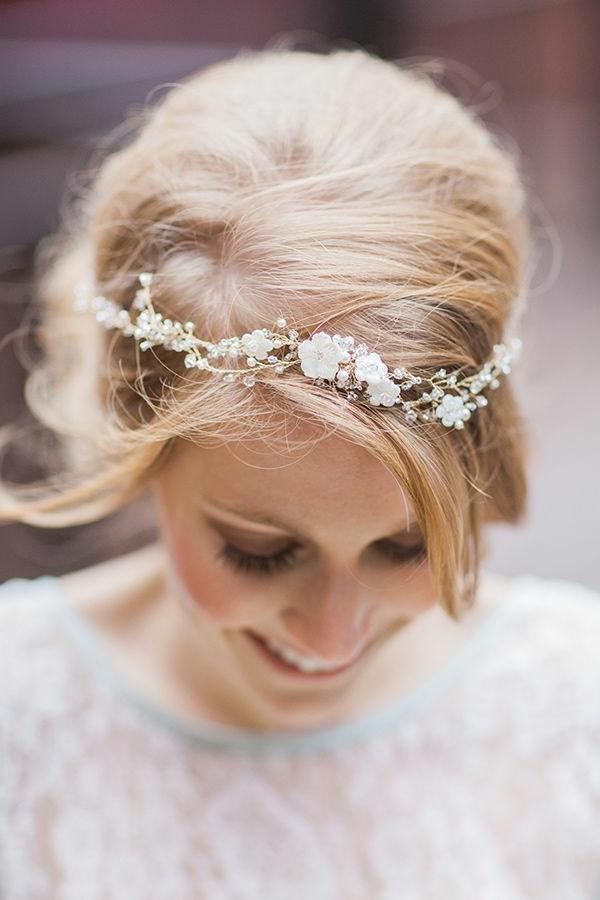 modèle-coiffure-mariage-ou-bal-de-promo-cheveux-mi-long-accessoire-sur-cheveu