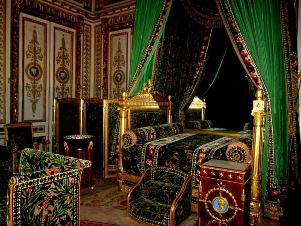 palace-histoire-à-fontainebleau-architecture-chambre-vert-resized
