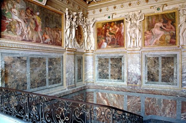 palace-histoire-à-fontainebleau-architecture-resized