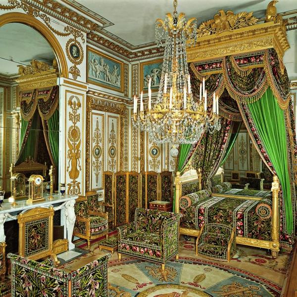 palace-histoire-à-fontainebleau-architecture-salle-resized