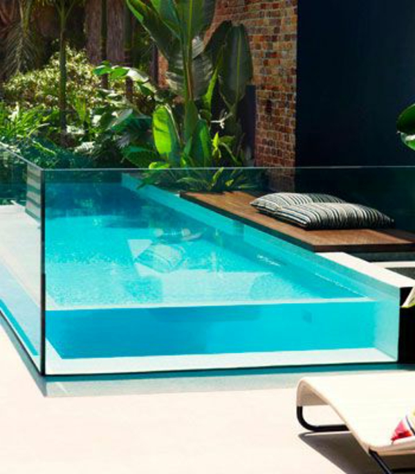 petite-piscine-hors-sol-comme-aquarium