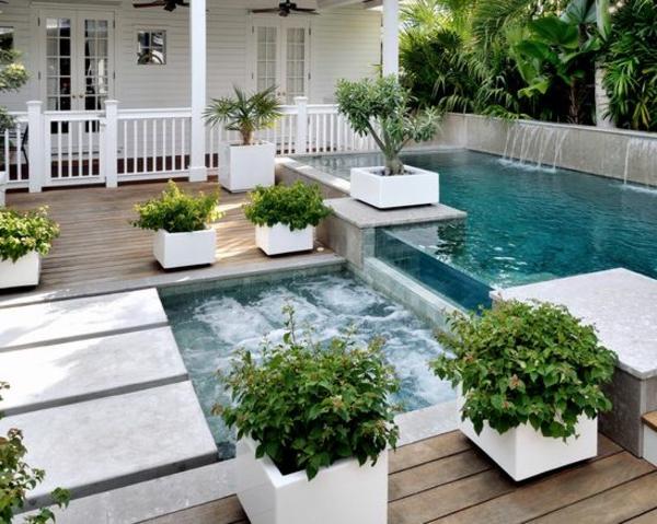 petite-piscine-hors-sol-piscine-dévordante-avec-fontaine