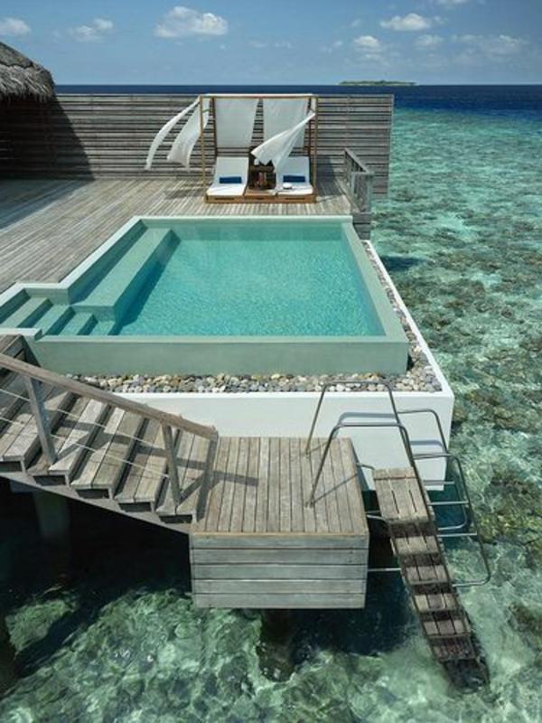 petite-piscine-hors-sol-terrasse-au-dessus-de-l'océan
