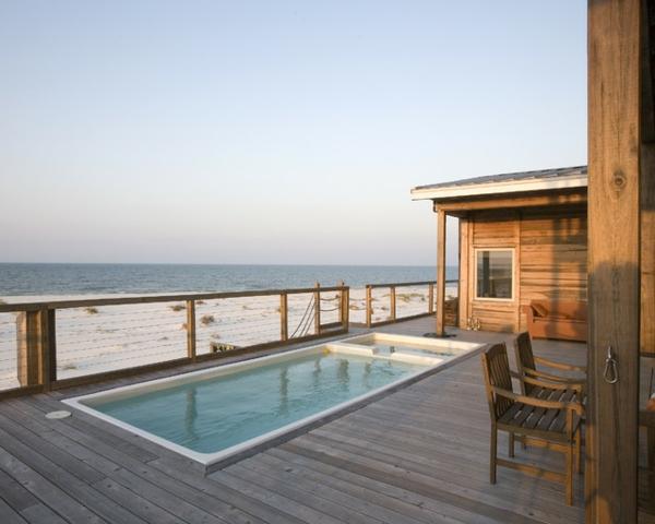 La petite piscine hors sol en 88 photos for Bord de piscine en bois