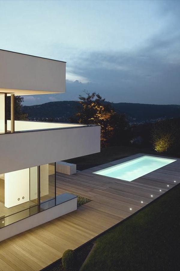 petite-piscine-hors-sol-une-villa-contemporaine