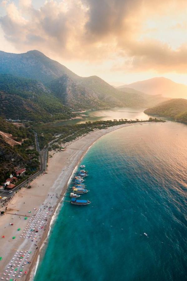 plage-magnifique-ocean-vaste-belle-vue