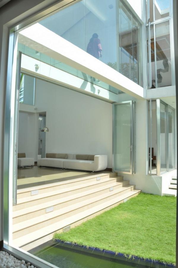 plancher-de-verre-maison-moderne-un-sol-en-verre