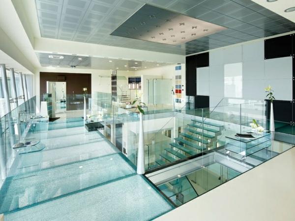 plancher-de-verre-maison-spacieuse-et-belle