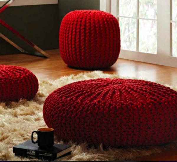 pouf-au-crochet-décoration-avec-des-poufs