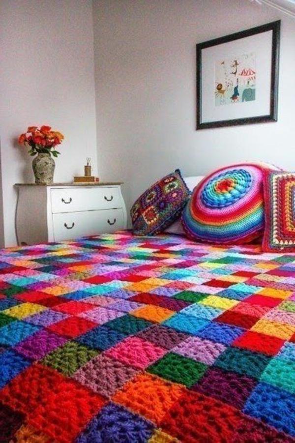 pouf-au-crochet-et-tapis-magnifique-multicolore