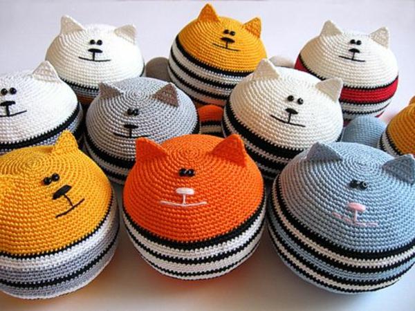 pouf-au-crochet-petits-chats-tricotés