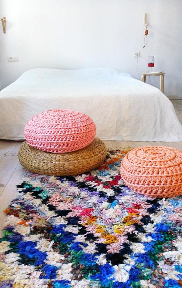 pouf-au-crochet-pouf-rose-et-pouf-corail
