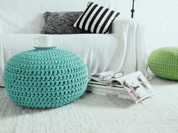 le pouf au crochet confort et beaut la maison. Black Bedroom Furniture Sets. Home Design Ideas